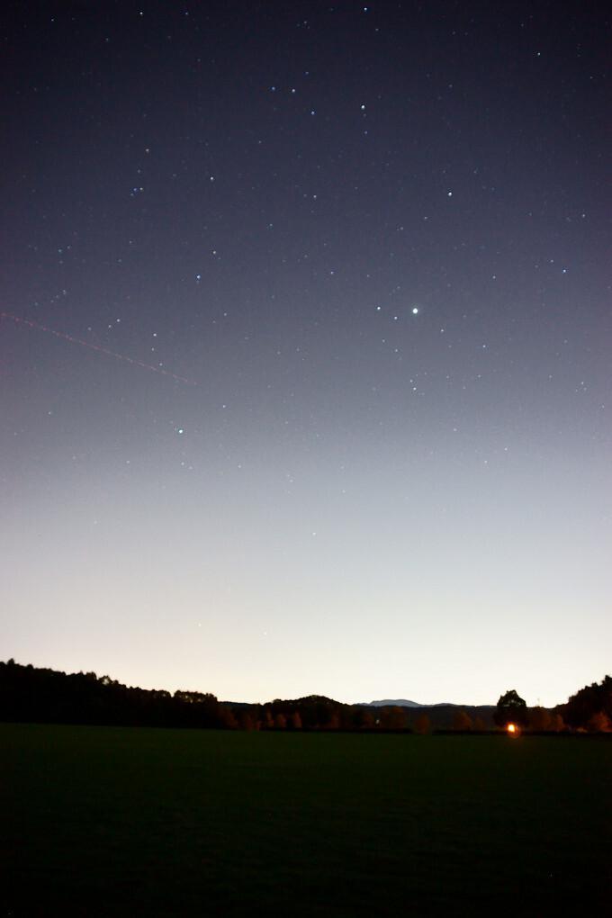 流れ星と誰もいない公園