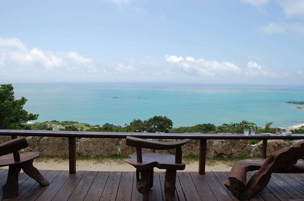 水平線が見えるカフェ
