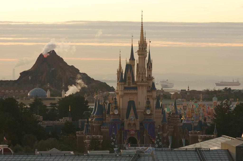朝のシンデレラ城