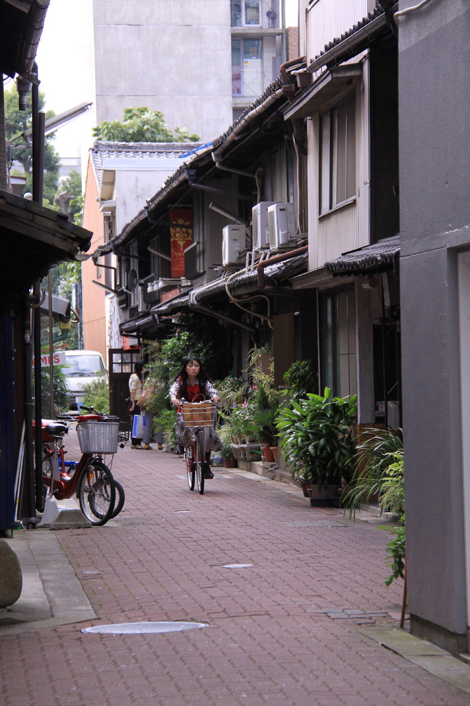 矢場町の裏路地