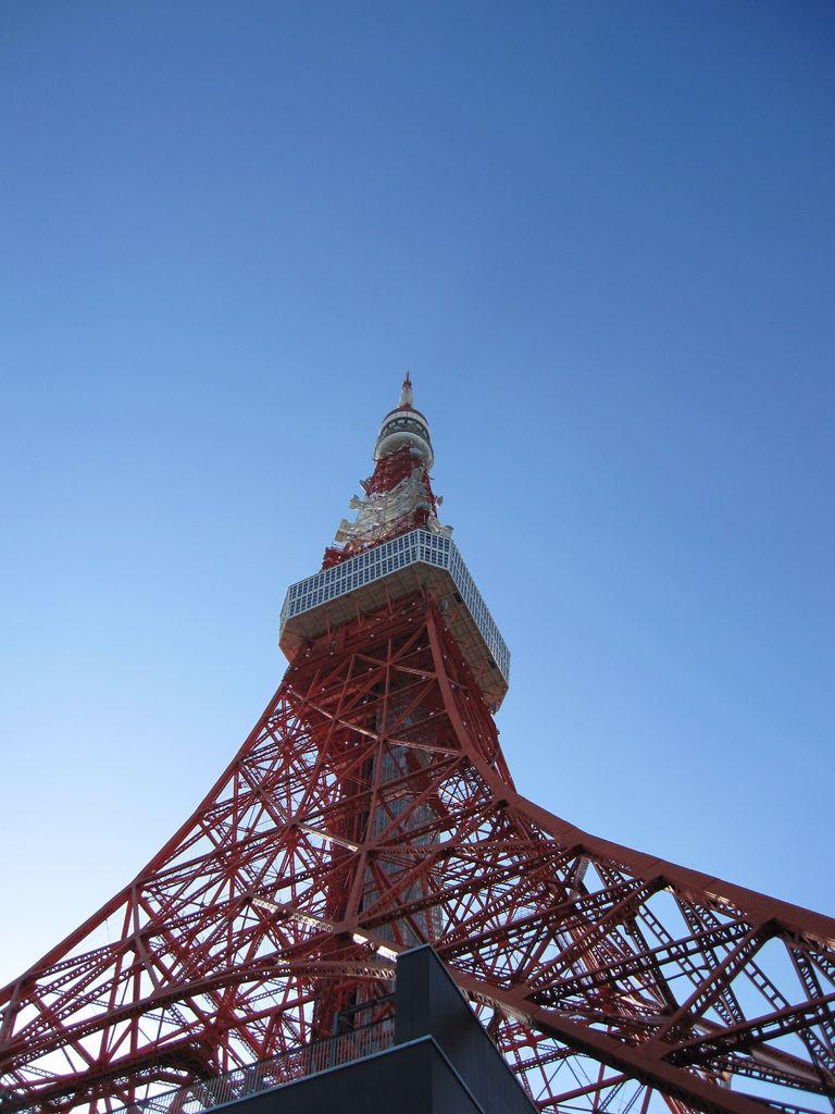 下からの東京タワー