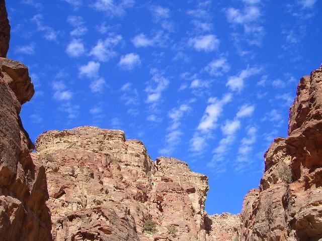 ペトラ遺跡でうろこ雲