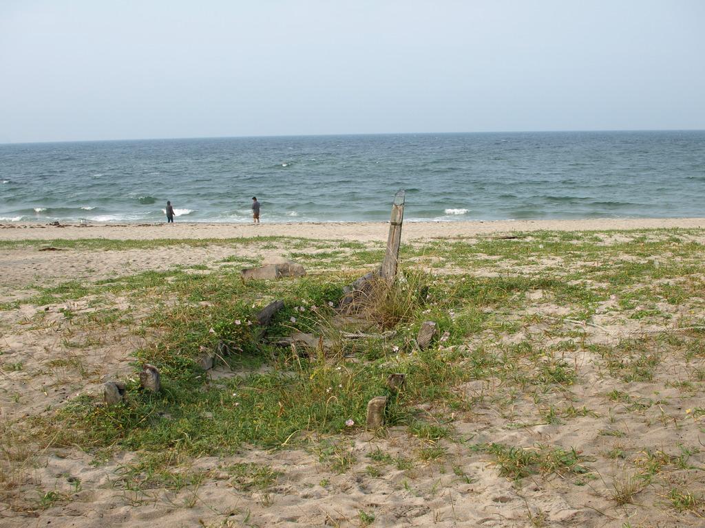 弓ヶ浜・砂に埋もれた船