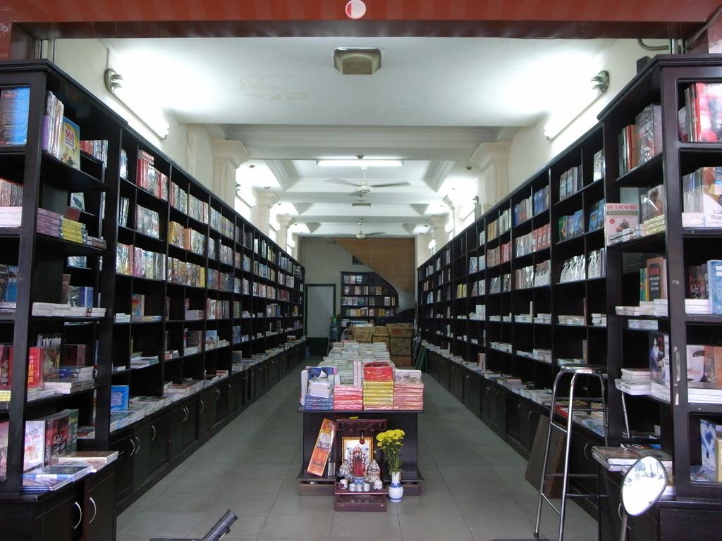 ベトナムの本屋さん