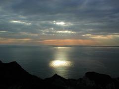 海に神の光が射す時