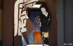 Open the noren curtain : Gion, Kyoto
