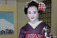 a bashful smile Maiko