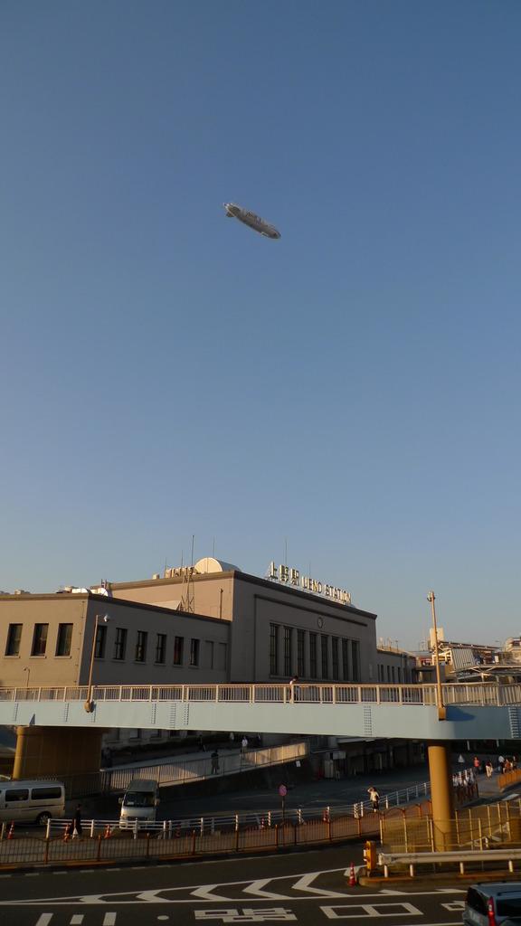 上野駅と飛行船
