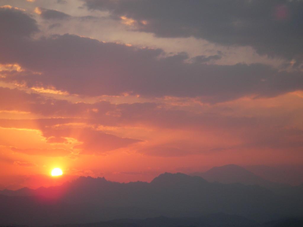 浅間山と妙義山の夕日