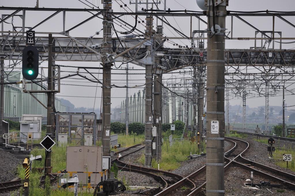 電柱と鉄橋と