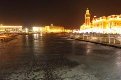 凍てつく河