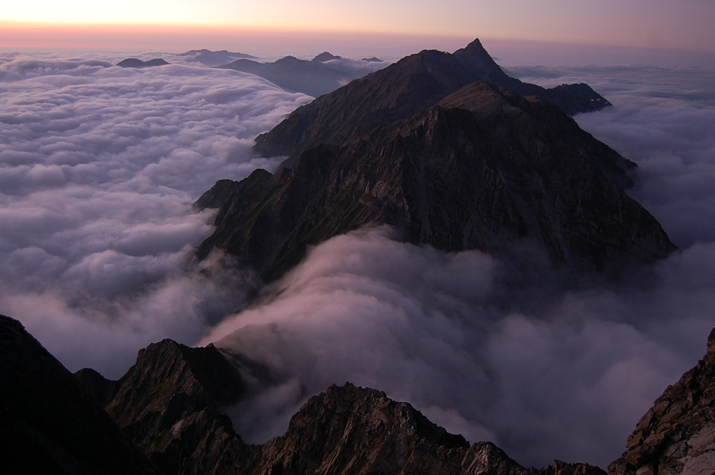 北穂高岳山頂から槍ヶ岳を望む