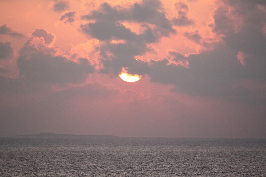 太陽が落ちてくる
