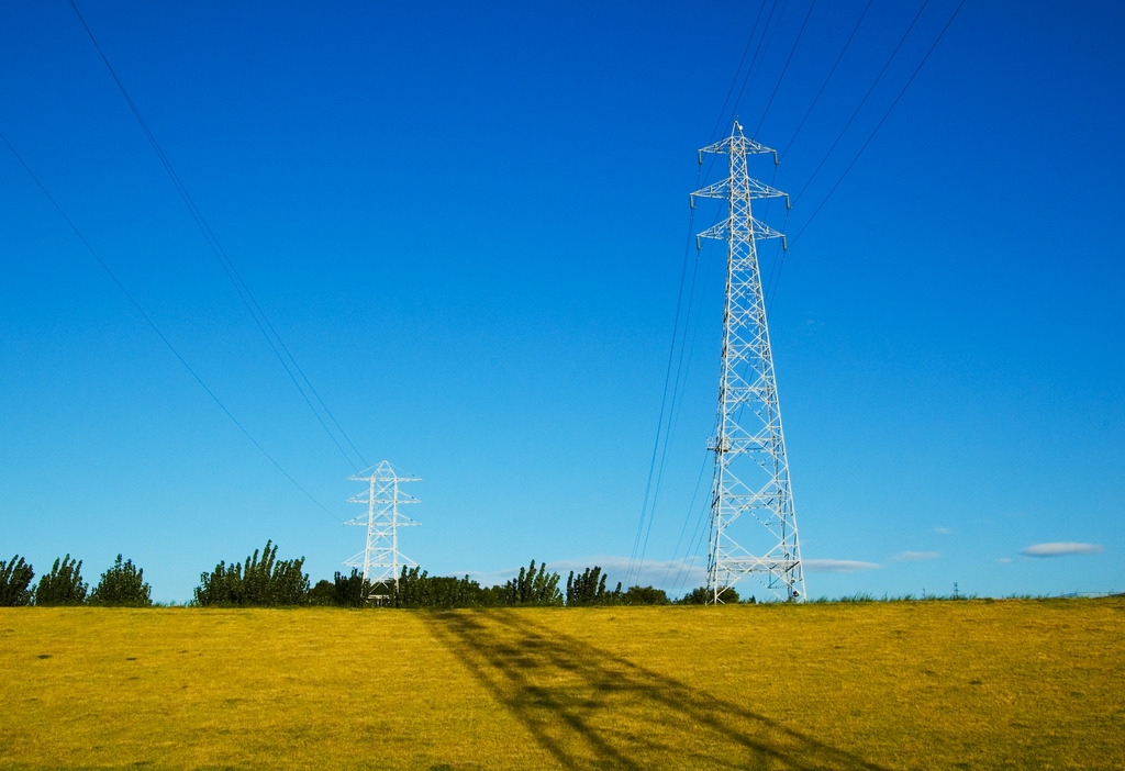 河川敷の鉄塔