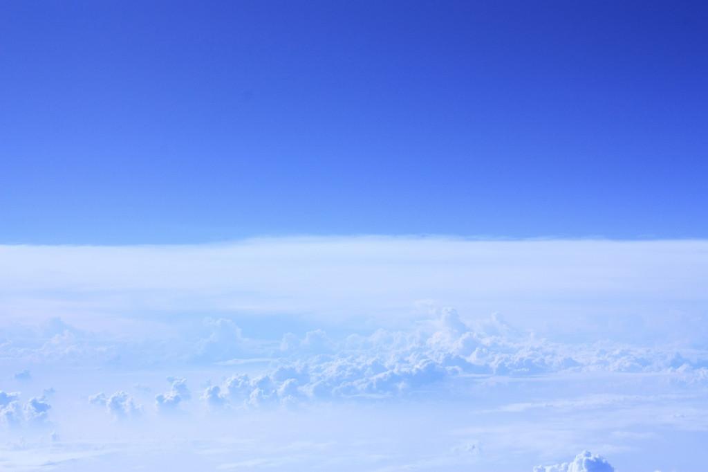 雲の上から