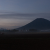 夜明けの羊蹄山
