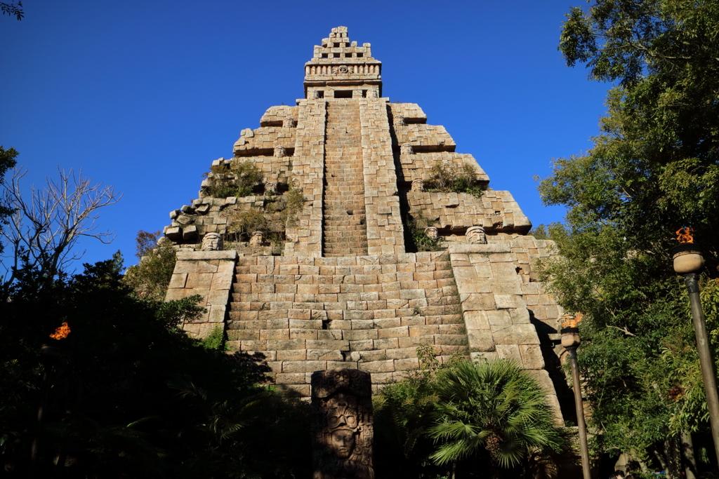クリスタルスカルの魔宮