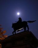 月と伊達政宗