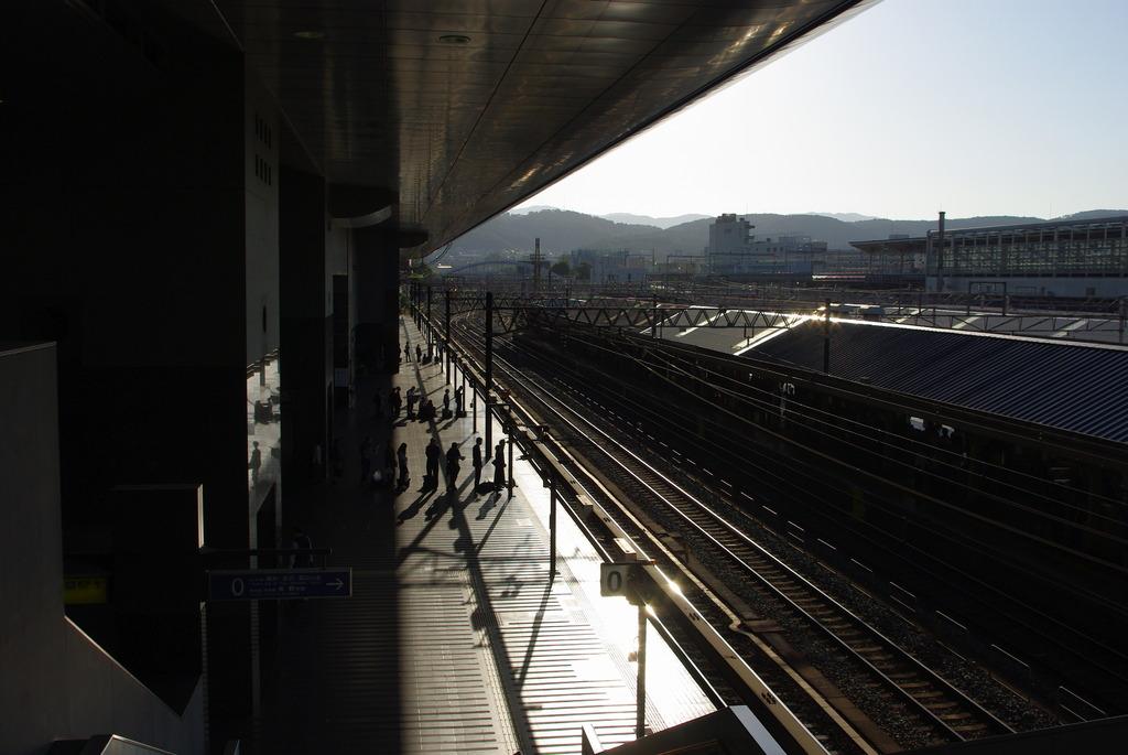 駅と人と線路