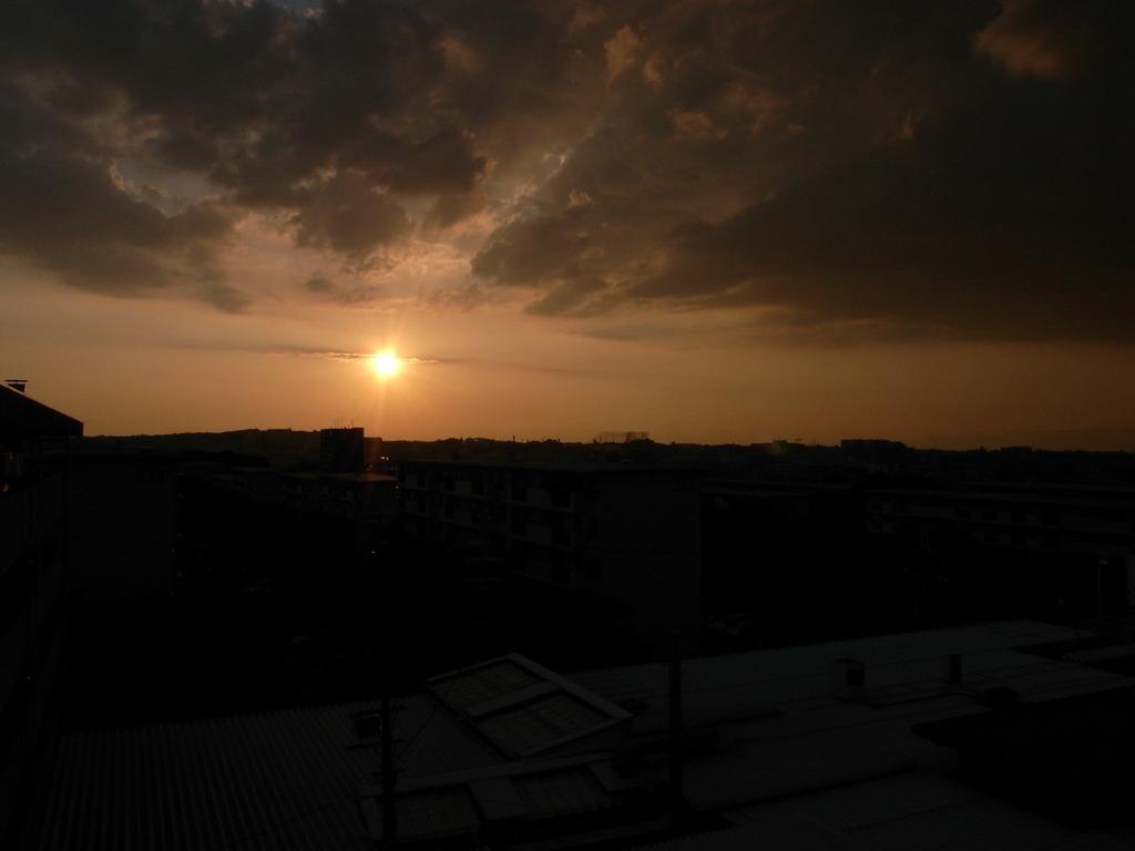 家から見える夕日