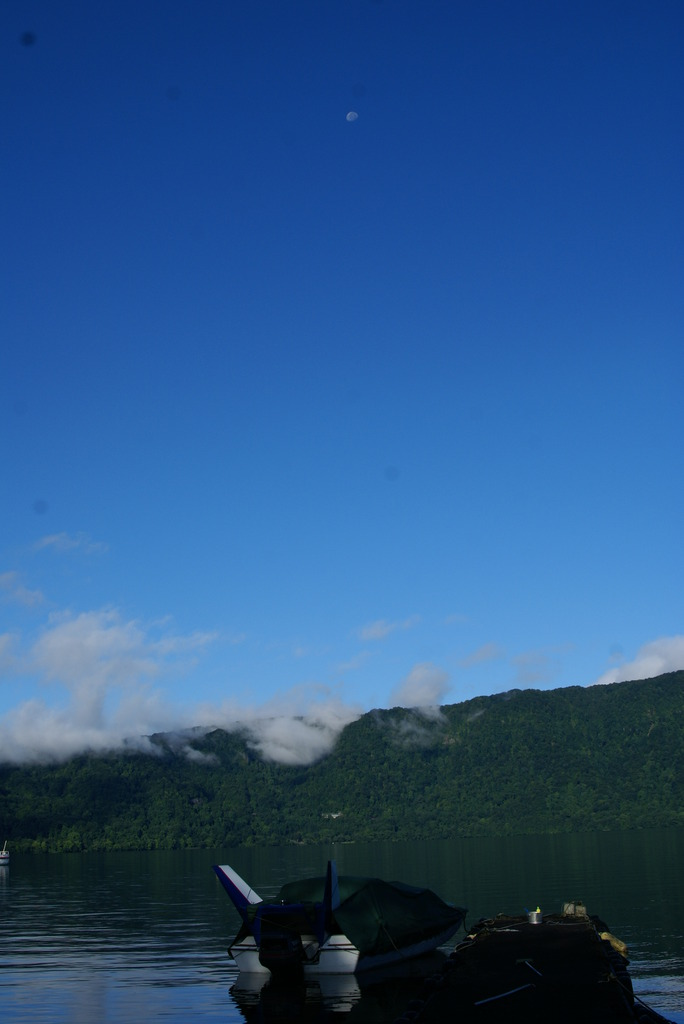 秋田十和田湖と月