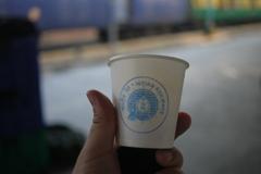 インドの鉄道駅で売ってるチャイのコップ