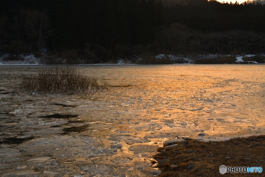 夕刻の湖上