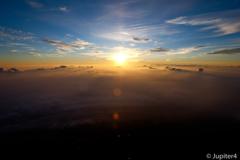 富士山山頂からの日の出と雲海〜1