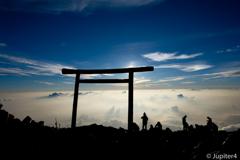 富士山山頂からの日の出と雲海〜4