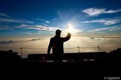 富士山山頂からの日の出と雲海〜3