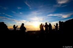 富士山山頂からの日の出と雲海〜2