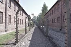 アウシュビッツ強制収容所 二重構造