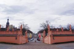 Rastattぶらぶら 一方向を向く彫像達