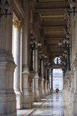 パリ オペラ・ガルニエ 開放感のある通路