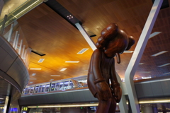 ウィ-ン・チェコの旅 ド-ハ空港 謎のピエロと無人電車
