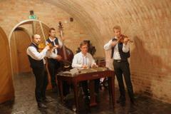 チェコ 最後の場所 ワイナリー 音楽を聴きながら食事