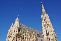 ウィーン1日目 シュテファン大聖堂 美しいモザイクと青空