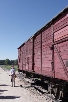アウシュビッツ強制収容所 収容者を連行してきた車両
