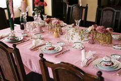 フィルム 西洋館 ピンクのテーブル