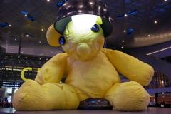 ウィ-ン・チェコの旅 ド-ハ空港 有名な巨大熊さん