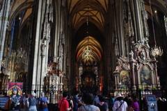 ウィーン1日目 シュテファン大聖堂内 人がいっぱい