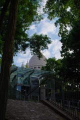モンマルトルの丘 サクレ・ク-ル寺院が見える