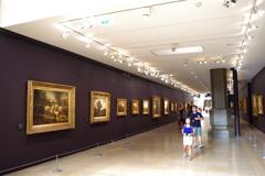 オルセ-美術館 所狭しと作品が並んでます