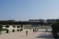 コンコルド広場周辺 サッカー?をする人たち