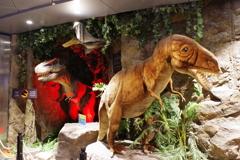 ウィ-ン・チェコの旅 ド-ハ空港 謎の恐竜