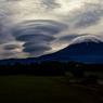 巨大吊し雲ならぶ