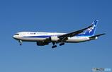 [青い空] ANA 767-381 JA672A Landing