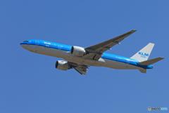「良い空~」 KLM 777-200 PH-BQM 出発です