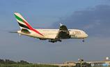 「空色」 エミレーツ航空A380-861 A6-EEG着地前