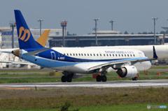 [青い空] マンダリン航空 ERJ-190AR 離陸です